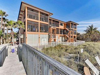 Luxury waterfront condo w/ upscale amenities plus a shared pool & beach access
