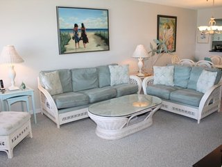 601GDN-201. Anna Maria Island 2 Bedroom Condo with Ocean View