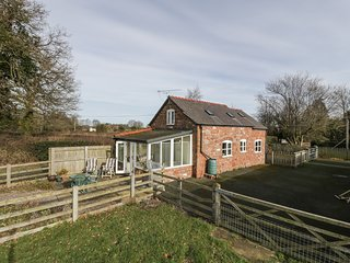 THE LAURELS BARN, conservatory, pet friendly, mezzanine, near Oswestry