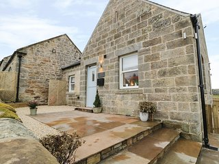 SHEPHERDS COTTAGE, open plan, breakfast bar, rural views, near Morpeth