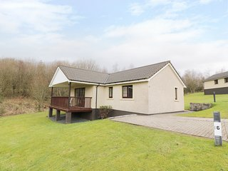 SAVITA COTTAGE, open-plan living area, on Brunston Castle Resort, en-suite, Ref