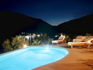 Luxury Villa with Sea Access - Amapola Villas - Phos