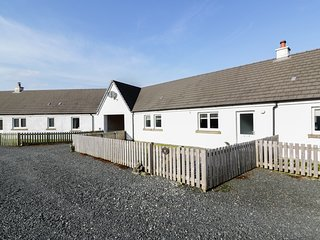 STARFISH COTTAGE, pet-friendly, luxury holiday cottage, with open fire in Salen,