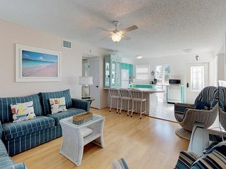 Waterfront home with furnished deck and Gulf views  - walk right onto the beach