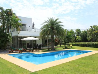 Spacious Pool villa within Hua Hin Palm Hills Golf domain