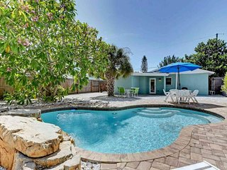 Colorful beach cottage with private pool, grill area, & more - dog-friendly!
