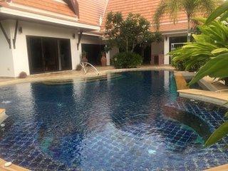 Deluxe Oriental Thai Pool Villa 4 bedrooms