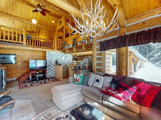 Charming log home w/ private hot tub - right on the golf course, near the beach!