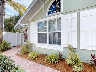 Charming cottage-style condo w/ shared pool, Gulf views & easy beach access!