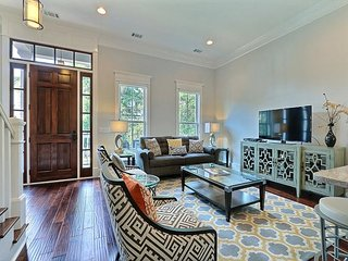 Stay with Lucky Savannah: Gorgeous New Construction Steps from Forsyth Park