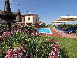 4 bedroom Villa in Pozzuolo, Umbria, Italy : ref 5555390