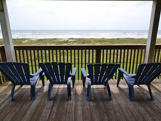 Dog-friendly beachfront house with shared hot tub, tiki bar, and pool access