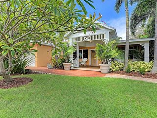 Comfy & dog-friendly home w/ private pool, 2 blocks from the beach!