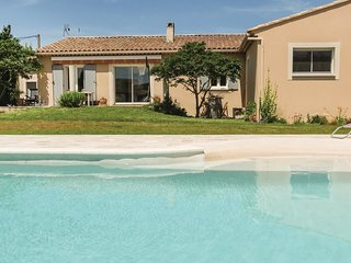 4 bedroom Villa in Entraigues-sur-la-Sorgue, Provence-Alpes-Côte d'Azur, France