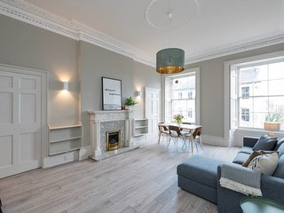 Stunning Broughton Street Apartment- 3 double beds