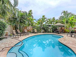 Pair of beach cottages with shared pool access near the beach - dogs welcome