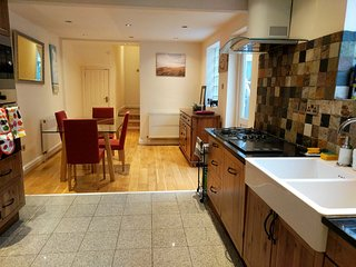 Amazing large central London apartment with garden, kitchen, wifi, Amazon TV