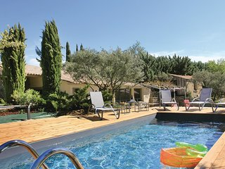 2 bedroom Villa in Bonnieux, Provence-Alpes-Côte d'Azur, France : ref 5565738