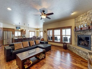 Peaceful home with gorgeous mountain views, great location, AC!