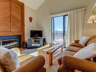 Ski-in/ski-out condo w/ balcony, mountain views & shared pool/hot tub/tennis!