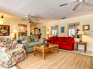 Dog-friendly family house w/ private pool, lanai & an easy walk to the beach!