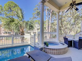 4BR/4.5BA on 18th Fairway of Harbor Town Golf - Pool, Hot Tub & Outdoor Grill