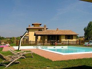 2 bedroom Villa in Castiglione del Lago, Umbria, Italy : ref 5477406