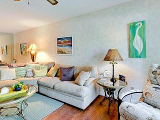 Cheerful condo w/ patio & shared pool/tennis - walk a few steps to the beach!