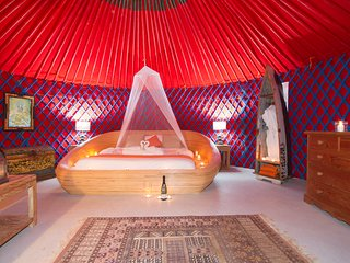 Palacio Yurt, Private pool, hybrid car & transfers incl, 1km from beach