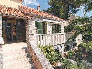 5 bedroom Villa in Splitska, Splitsko-Dalmatinska Županija, Croatia : ref 557941
