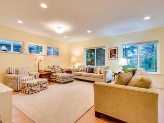 Spacious family-friendly home near the beach - pool table, foosball, & more!