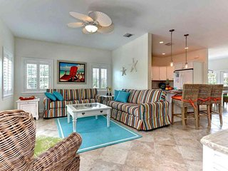 Comfortable house w/ Gulf views, private pool & easy beach access!