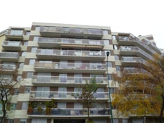 2 bedroom Apartment in Vincennes, Ile-de-France, France : ref 5517952