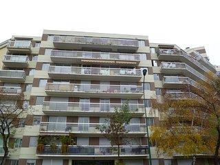 2 bedroom Apartment in Vincennes, Île-de-France, France : ref 5517952