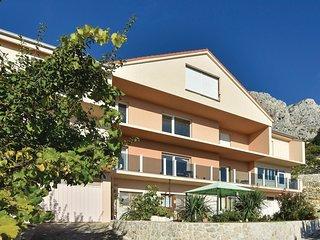 2 bedroom Apartment in Zakucac, Splitsko-Dalmatinska Zupanija, Croatia : ref 555