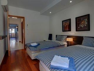 2 bedroom Apartment in Senhora da Luz, Faro, Portugal : ref 5488808