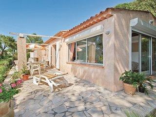 3 bedroom Villa in Sainte-Maxime, Provence-Alpes-Côte d'Azur, France : ref 55390