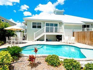 Adorable, lakeside villa w/ private, heated pool - just blocks from the beach