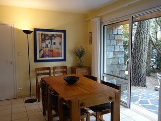 3 bedroom Apartment in Carnac-Plage, Brittany, France : ref 5559951