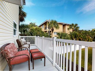 Waterfront, dog-friendly condo w/ full kitchen, furnished balcony, & Gulf views