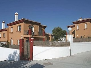 Nerja Villa Sleeps 6 with Pool and Air Con - 5049900