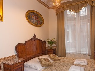 Four Bedroom Antique Style Apartment M5 ( 15 persons)