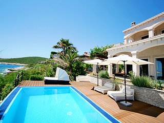 Waterfront beautiful villa for rent, Vis island