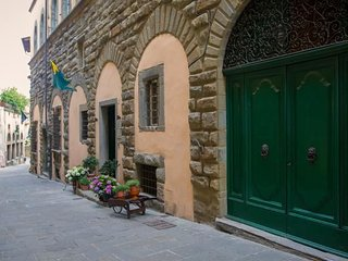 2 bedroom Apartment in Cortona, Tuscany, Italy : ref 5240753