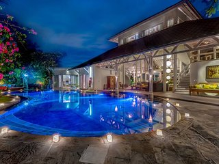 Luxury and Traditional villa in the heart of Seminyak 6 br up to 18 person
