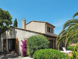 3 bedroom Villa in Saint-Aygulf, Provence-Alpes-Cote d'Azur, France : ref 543585