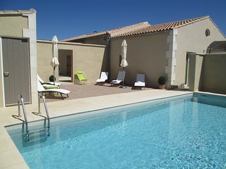 LS1-244 OUBRADOU beautiful vacation rental in the Alpilles Natural Park