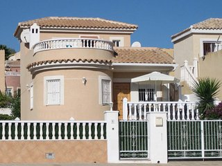 Detached villa with 3 bedrooms and its own private pool. Fully air conditioned