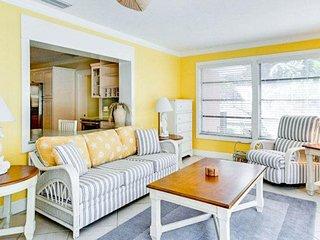 Bright house w/ private pool, island views & easy beach access - dogs ok!