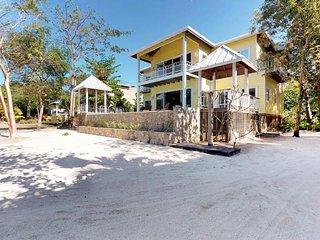 Spacious oceanfront villa w/ ocean views, private pool & easy beach access!